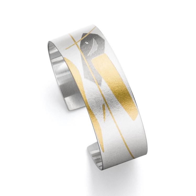 Armreif mit Muster aus Gold und Weißgold auf Silber