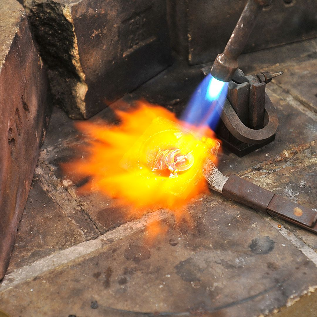 Altgoldankauf Gold schmelzen mit Flamme