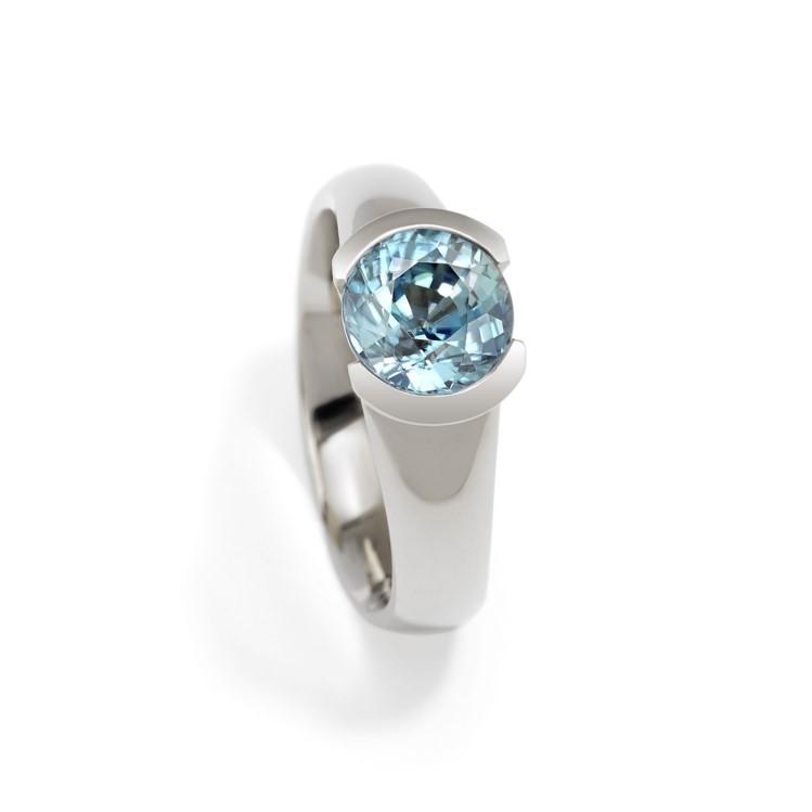Ring mit rundem blaume Stein Zirkon in Weißgold