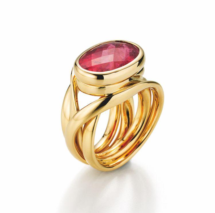 Gewickelter Ring in Gelbgold mit ovalem roten Rubellit