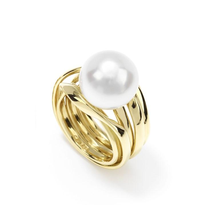 mehrfach gewickelter Ring in Gelbgold mit großer Südseeperle